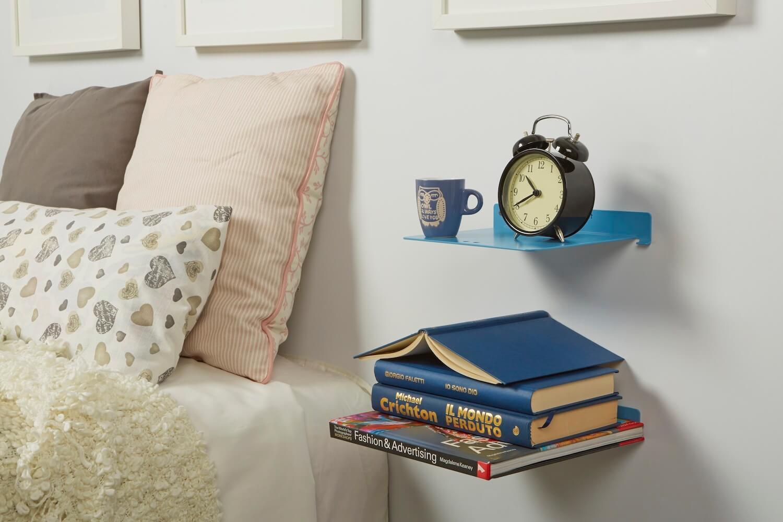 Camera da letto con mensola colorata come comodino INVISIBLE