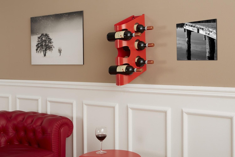 Living con cantinetta portabottiglie a parete design in metallo SIX HOLES