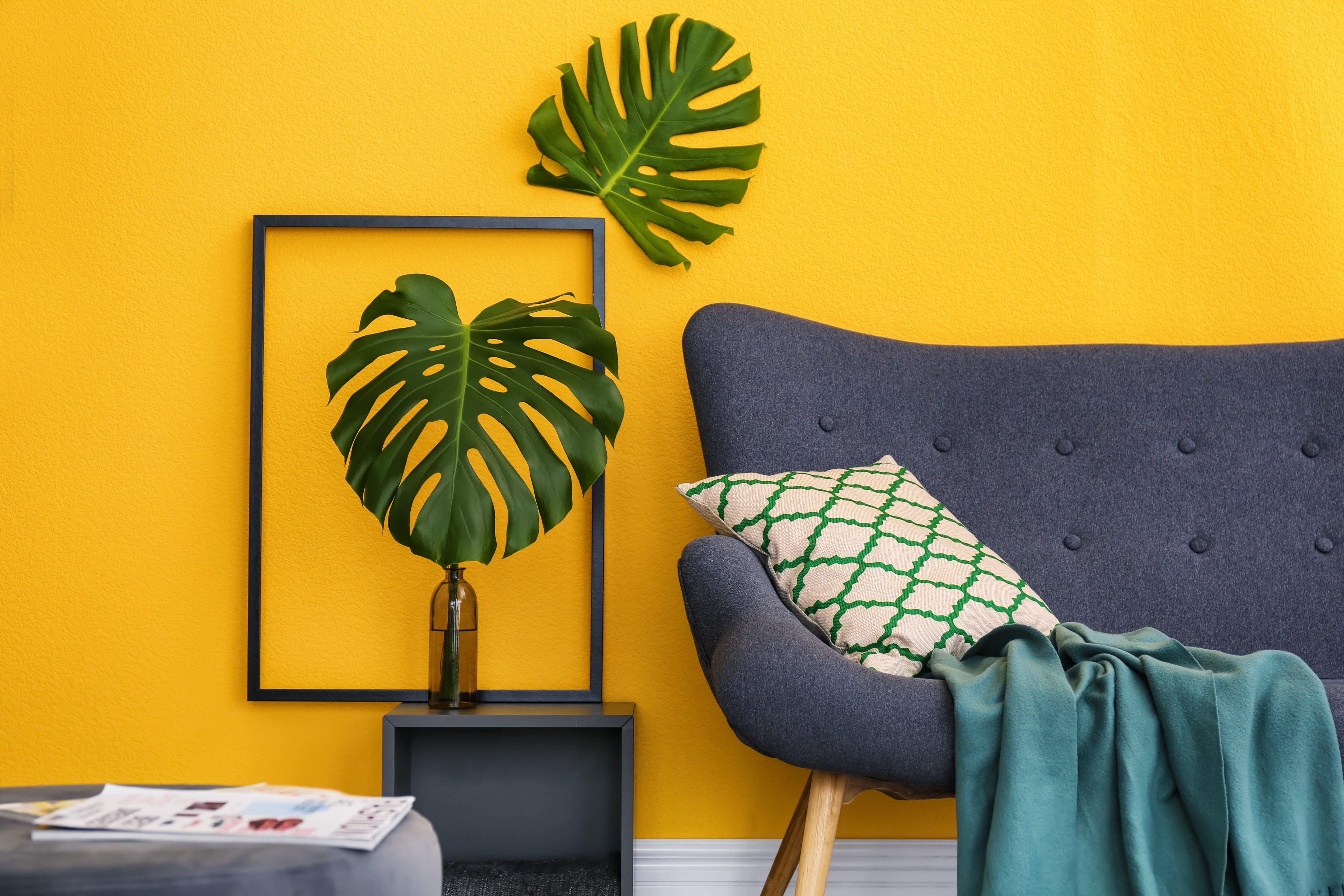 Parete di colore giallo consente di realizzare contrasti interessanti con il blu con il verdone il rosa o con il grigio