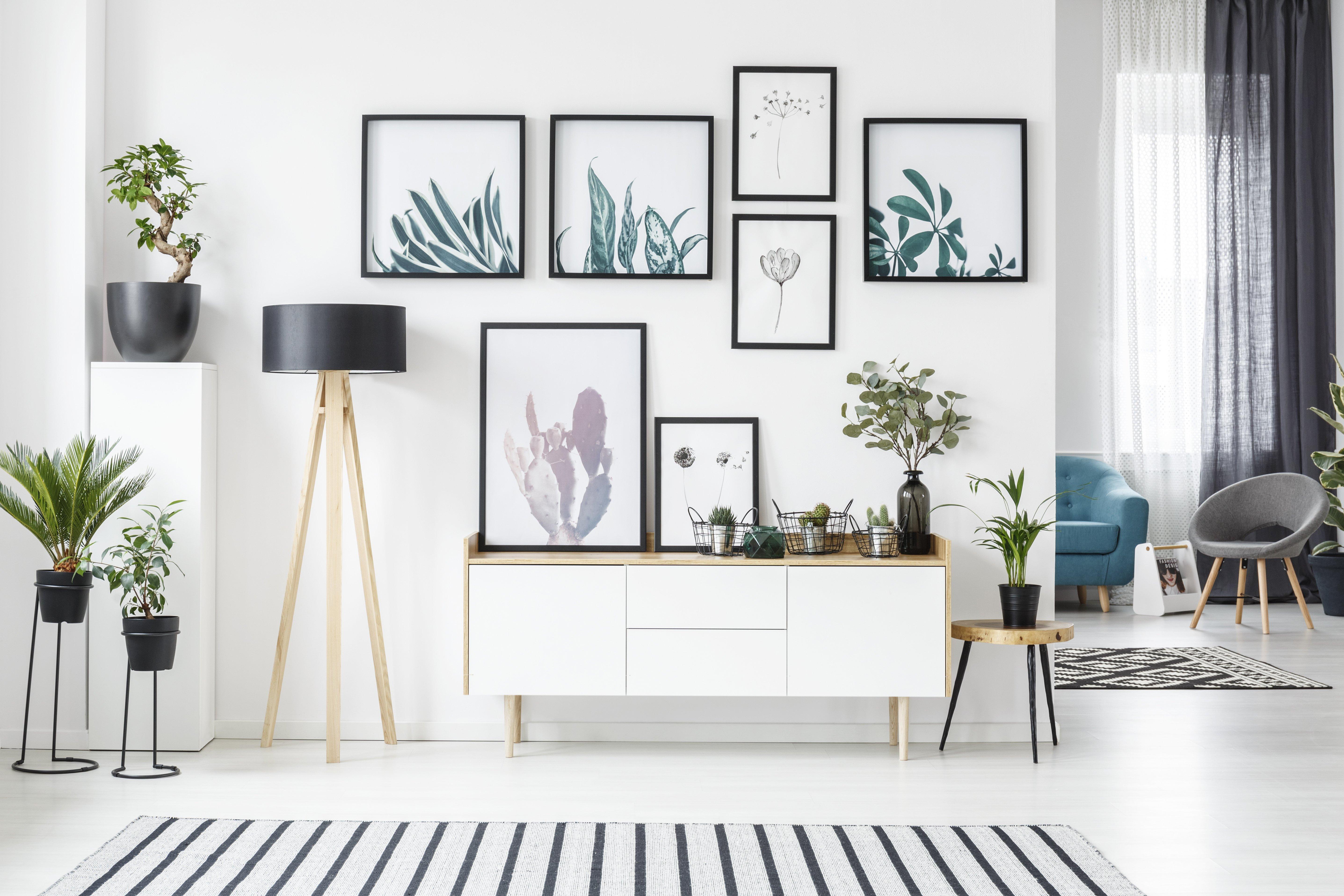 abbellire parete bianca con poster decorativi