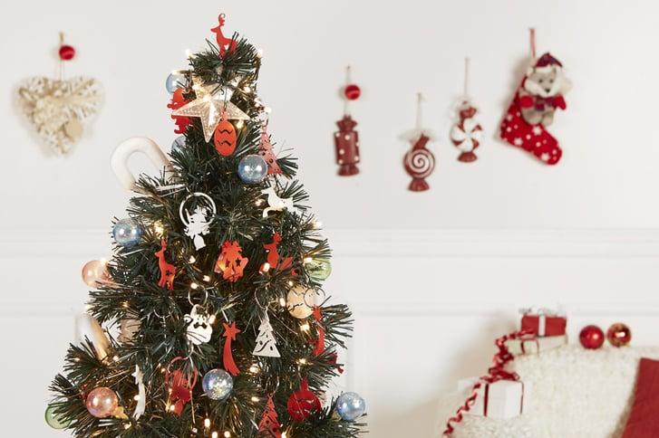 albero-di-natale-addobbato-con-decorazioni-natalizie-in-metallo-mipiacemolto