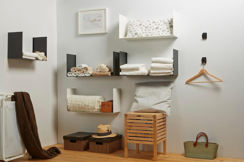 lavanderia organizzata con mensole design Geometric