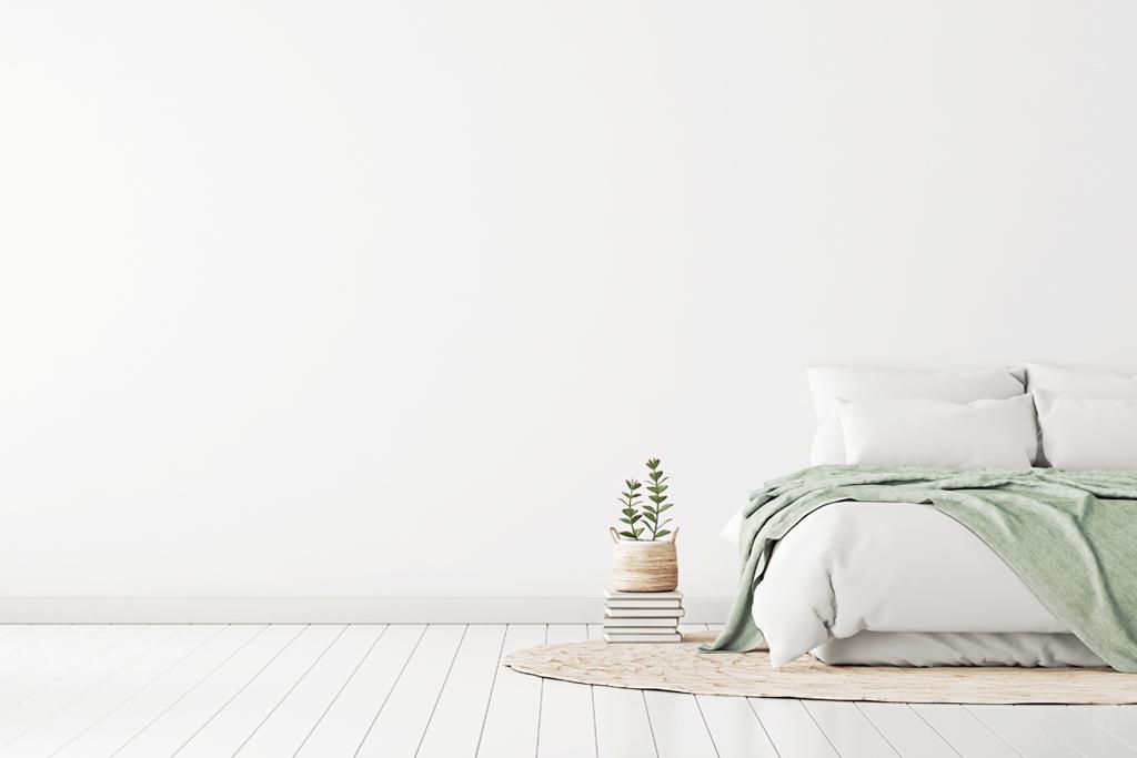camera-da-letto-con-pareti-spoglie