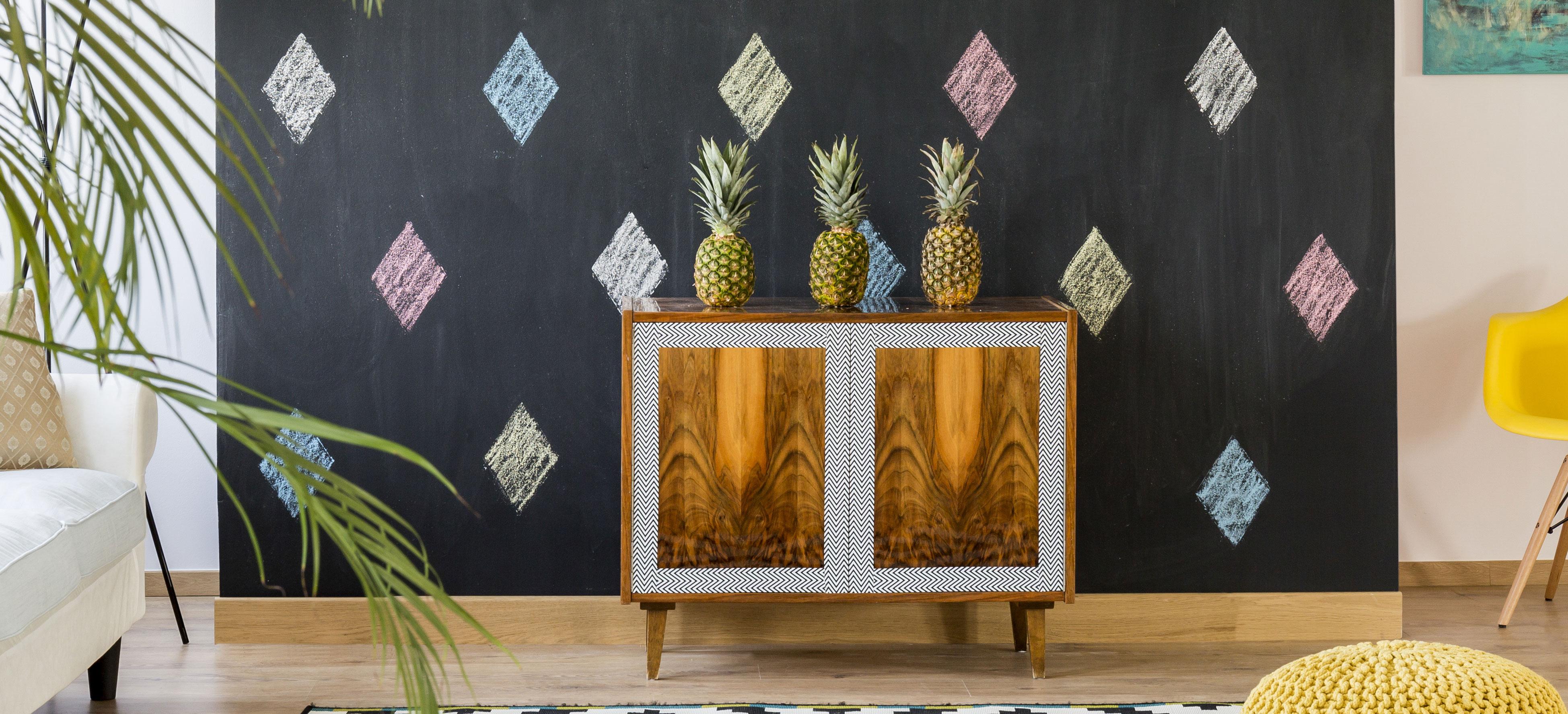 parete-decorata-con-vernice-lavagna